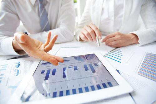 cum se realizeaza raportul anual privind clauzele acordului de pret in avans